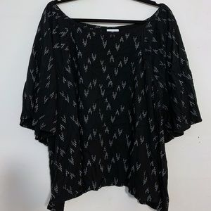 Ava + Viv Size 4X Black Top with White Pattern